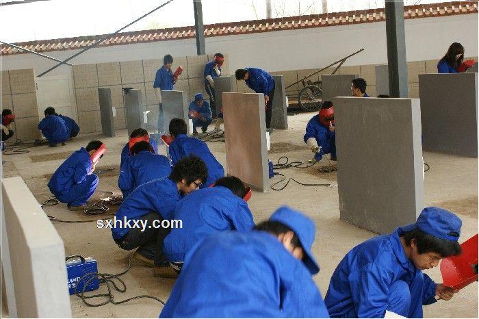 大一焊接技术与自动化专业学生认识焊接实训==>陕西